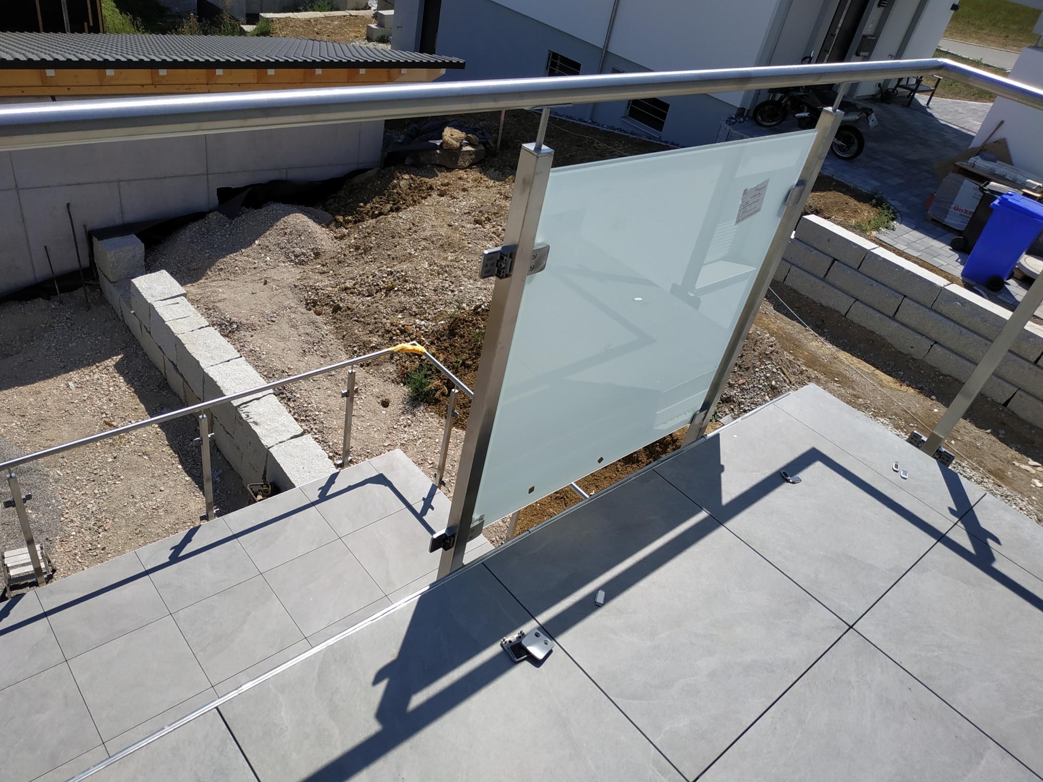 Terrasse, Balkon, ein Loch und ein super Handwerker – Unser Holzhaus